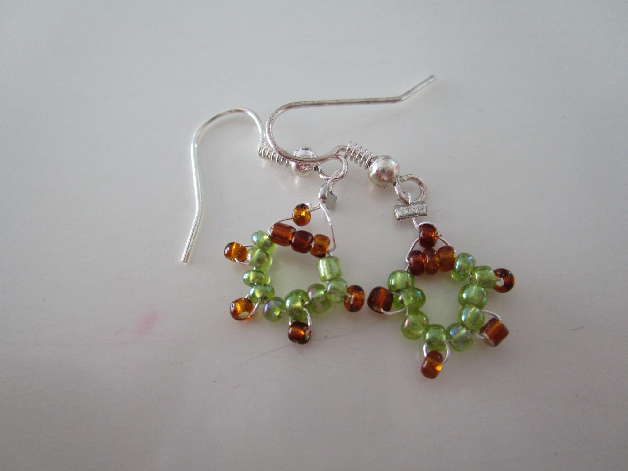 Boucles d 39 oreilles petites tortues en perles de rocaille - Tuto boucle d oreille perle ...
